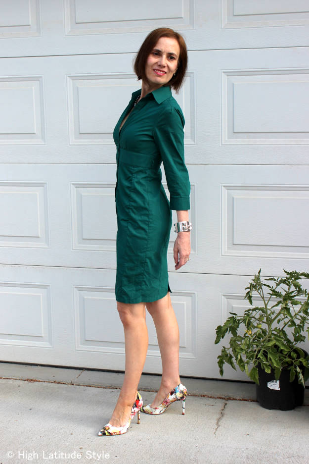 #over40fashion #over50fashion woman in teal sleek shirt dress with floral pumps