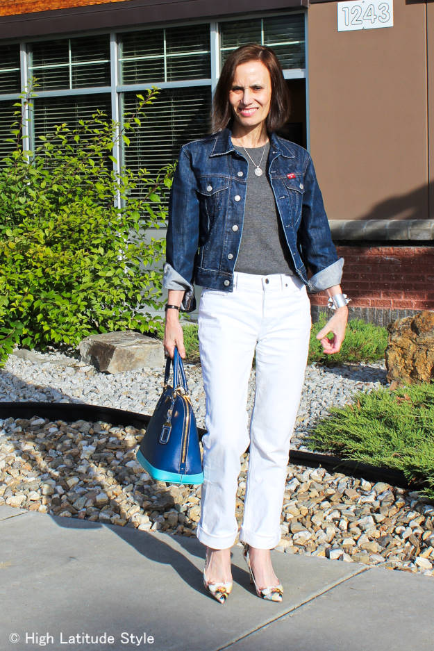 #fashionover50 mature woman in white denim boyfriend jeans with denim jacket