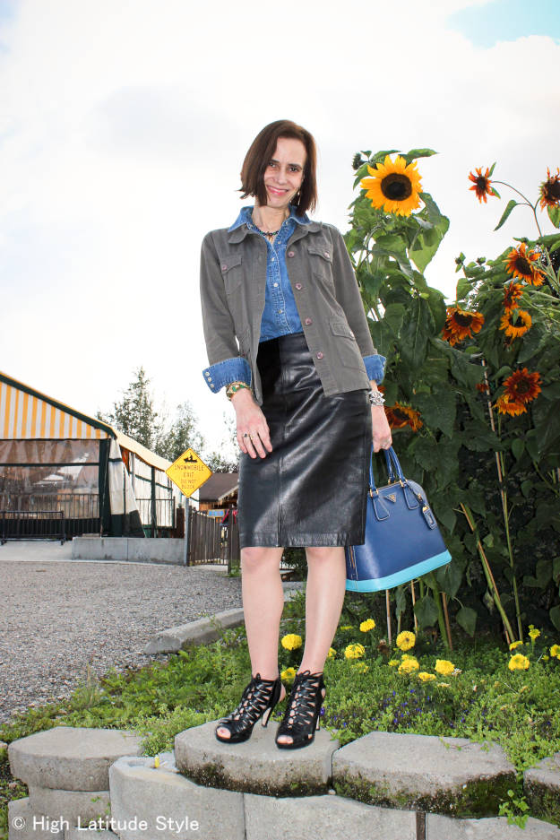 #maturefashion The best OOTD of September woman in utility jacket