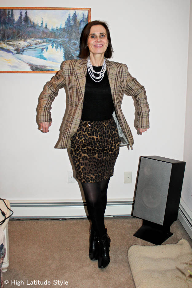 eclectic fashion blogger in business casual outfit with leopard and tartan