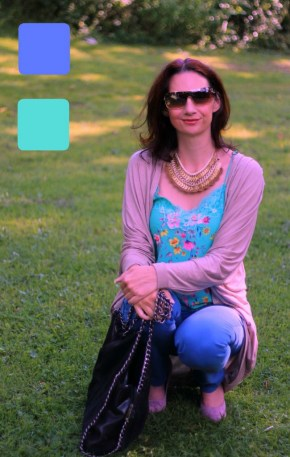 #fashionover40 #fashionover50 How to wear analogous colors: Example 5 of outfit in analogous colors - Guest post by Lorna Mai @ High Latitude Style @ http://www.highlatitudestyle.com