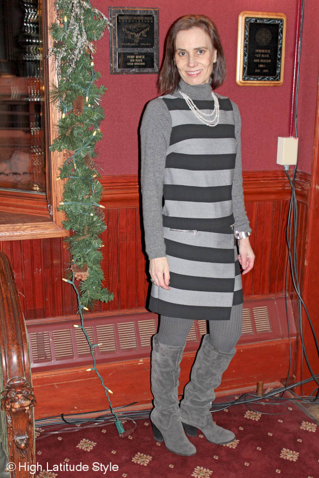 40+ fashion blogger in gray striped desatuated winter work outfit