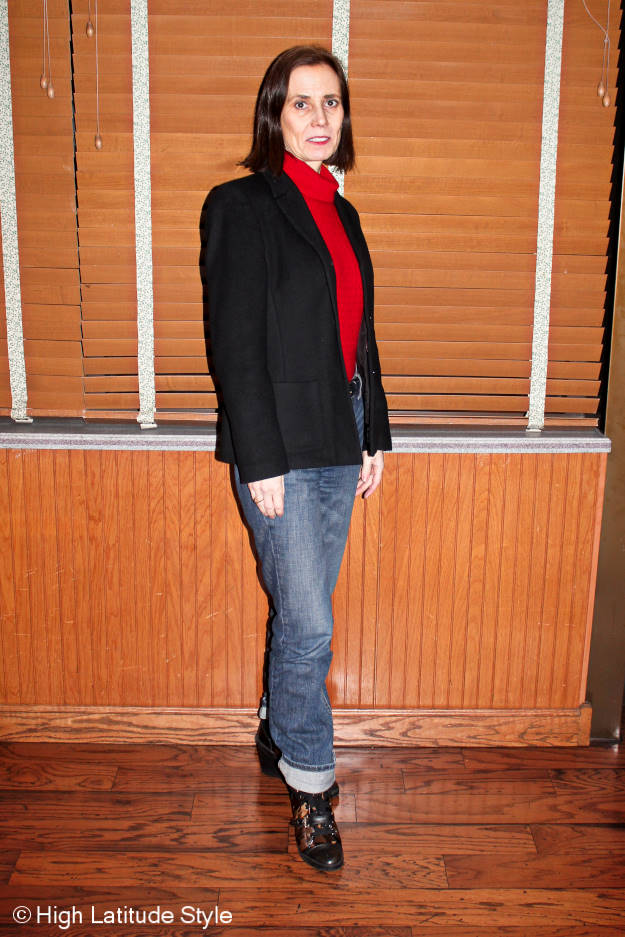 #40-plus-fashion older woman in winter work look with blazer and boyfriend jeans from spring