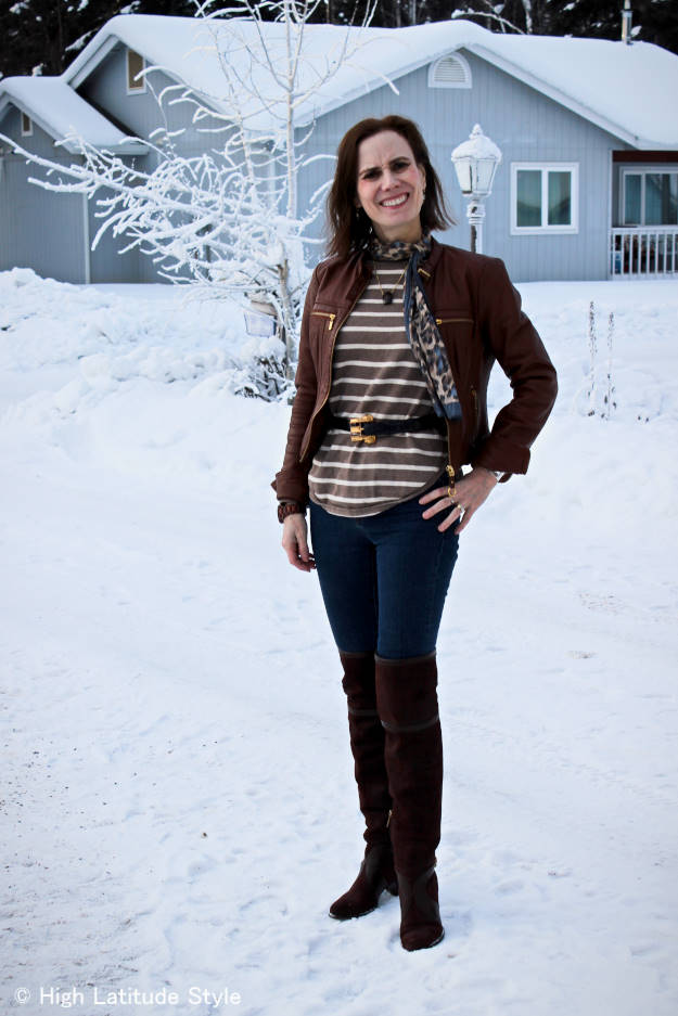 Alaskan fashion blogger in weekend outfit for a short travel