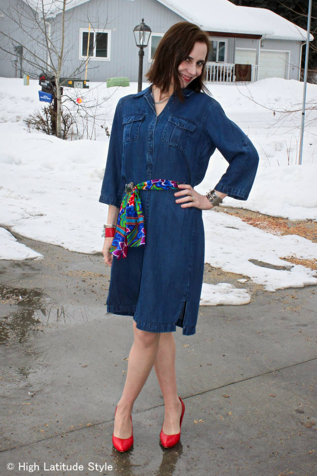 fashion blogger in colorful outfit on a rainy spring day