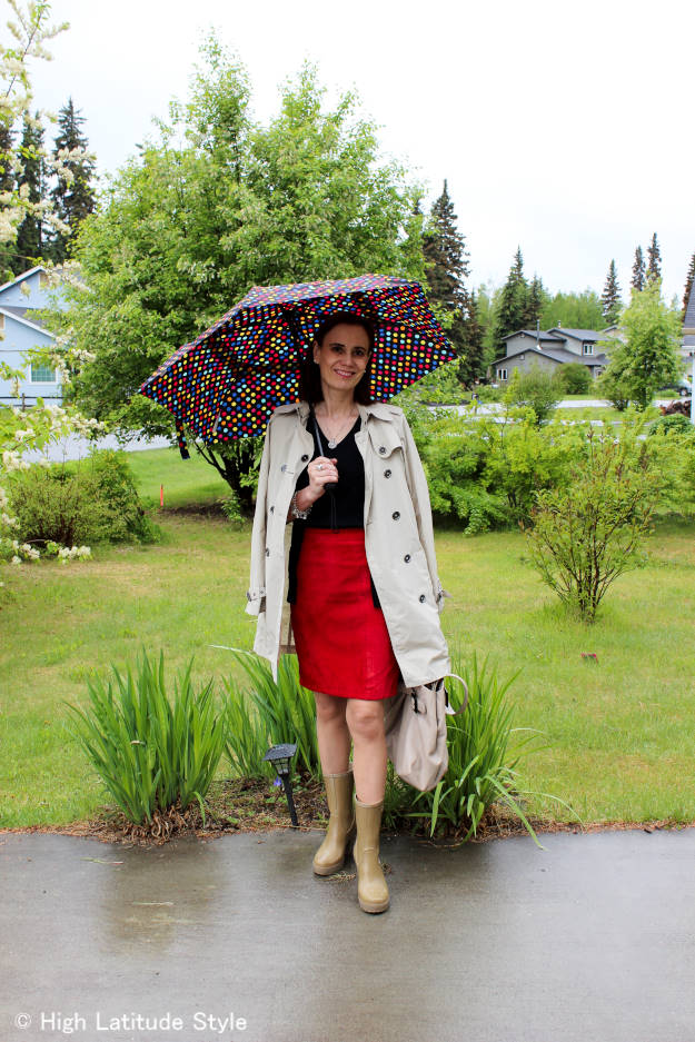 #maturevacationstyle Outfit for sightseeing on a rainy day