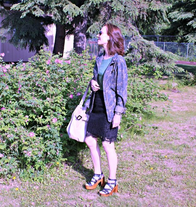#fashionover40 outfit with lace skirt and camo jacket