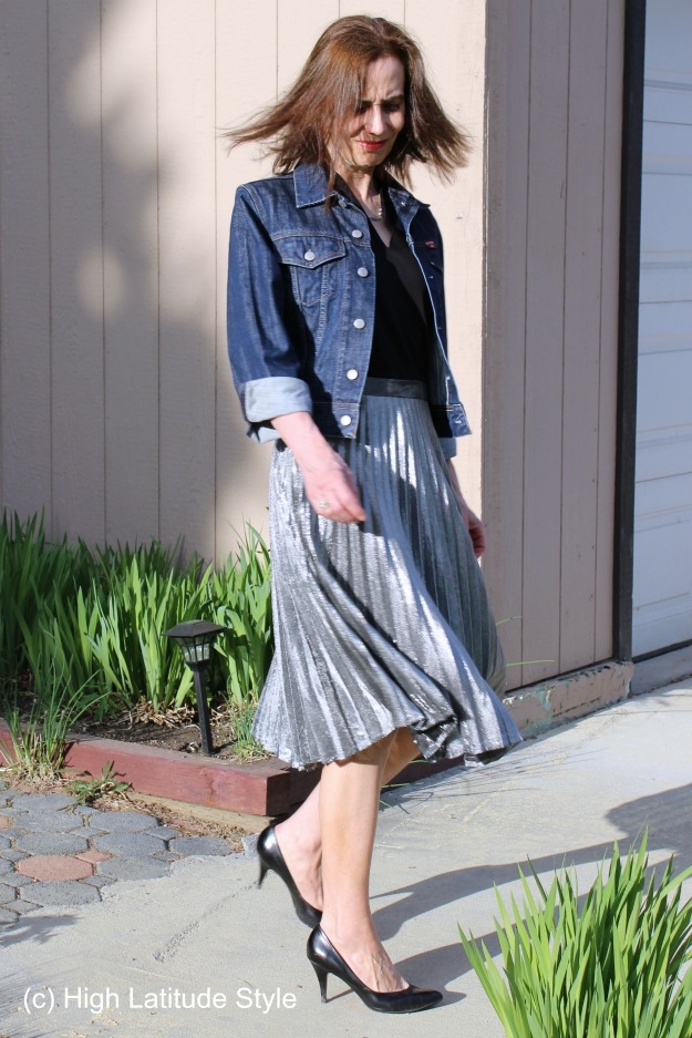 #styleover40 woman in silver skirt