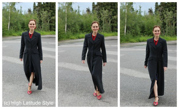 #fashionover50 blogger Nicole Mölders in a maxi coat with dance shoes