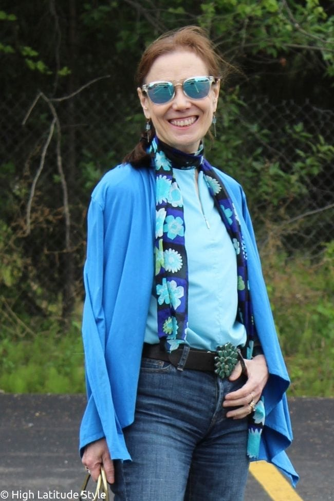 stylist in casual Friday to work picnic outfit with floral scarf, jeans, cardigan, sunglasses