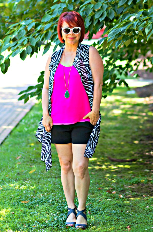 advanced style woman in beach look