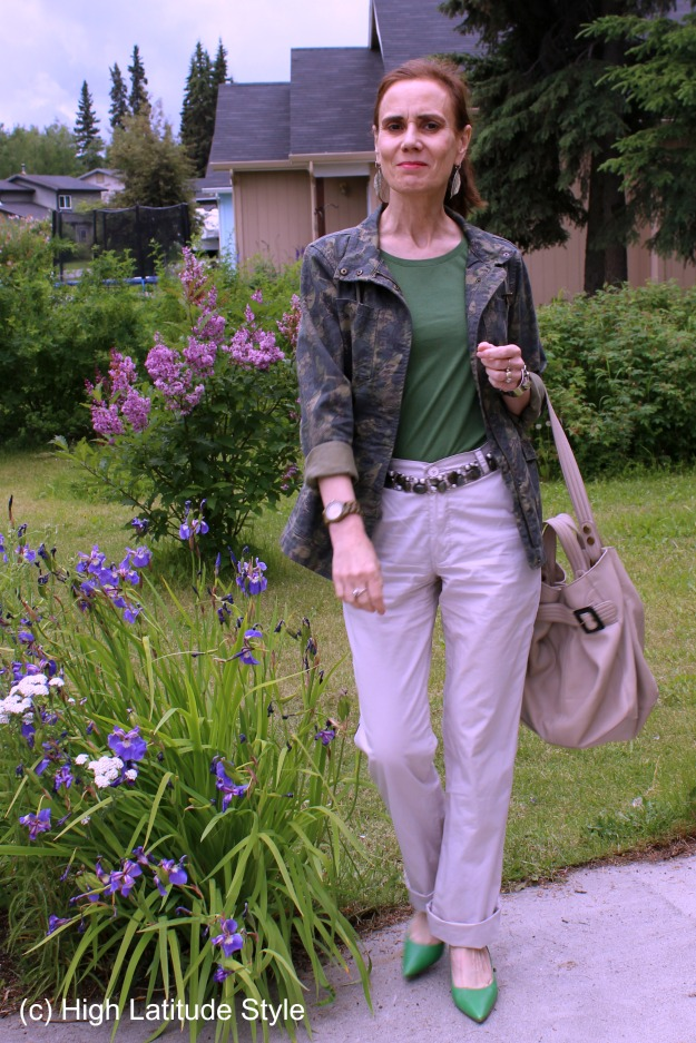 #woodenwatch #coolwatch #fashionover40 mature women with casual posh outfit of jacket, pumps and chino pants with wooden watch