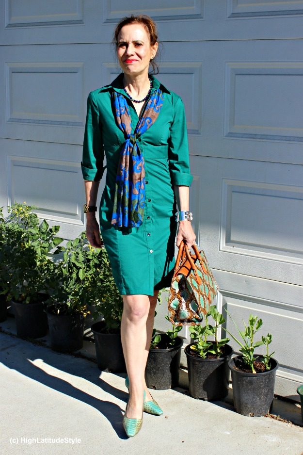 #maturestyle woman in a sleek shirt dress with scarf and second hand pumps