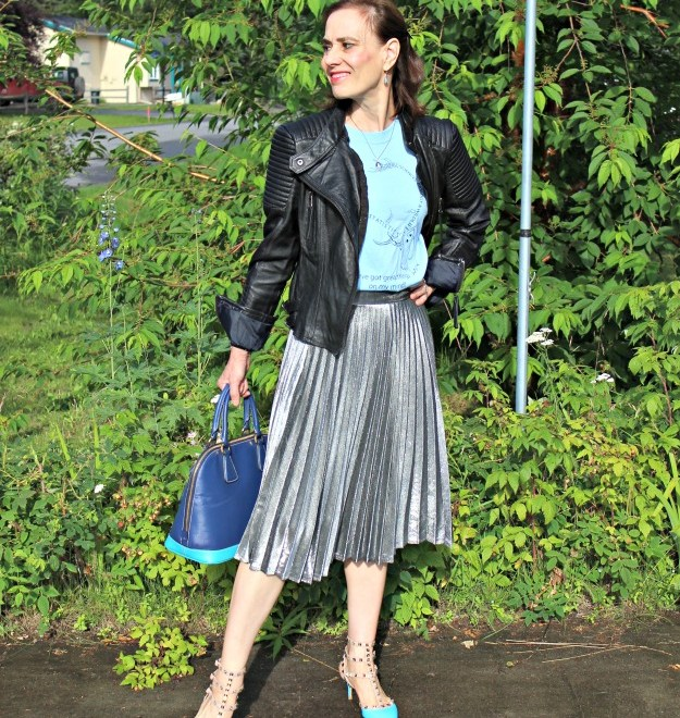 #fashionover40 mature woman wearing streetstyle