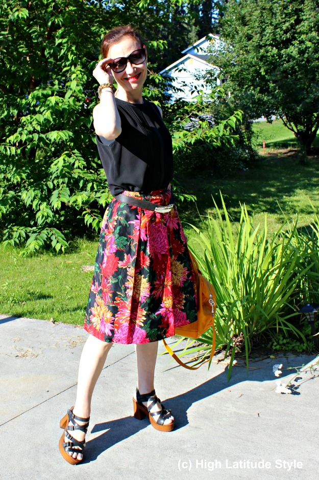 mature fashion blogger in ageless summer look