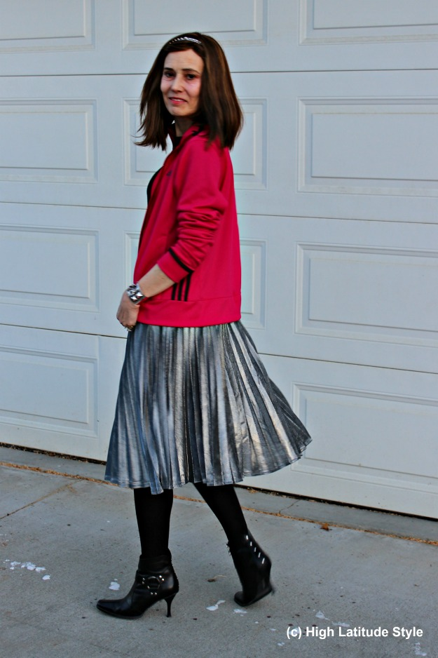 #maturefashion woman in silver pleated skirt and fuchsia jacket