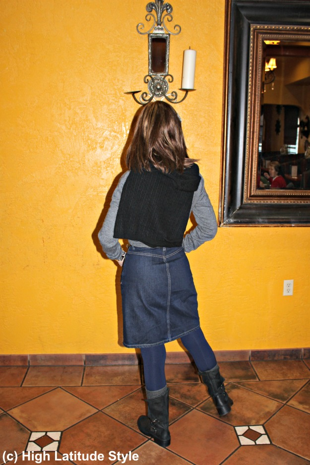 #fashionover50 stylish woman over 40 in gray, black and blue winter look with boots