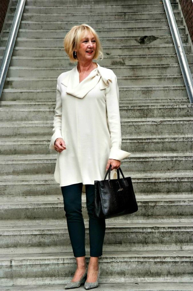 over 60 years old Dutch lifestyle blogger Greetje in dress-over-pants look