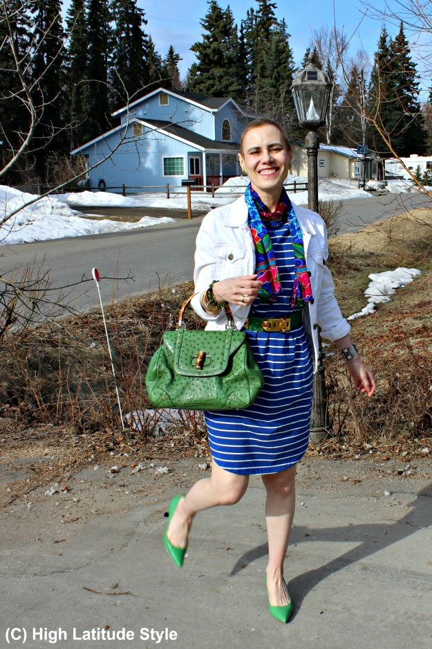 style over 40 woman in casual spring outfit