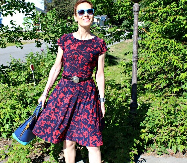 fashion over 50 woman in fit-and-flare summer look