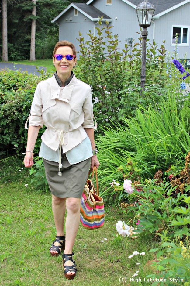 #fashionover50 woman in urban safari look with layer jacket