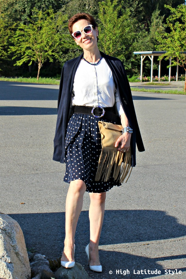 #fashionover50 woman with Uno Alla Volta artisan made clutch in blue and white personal style