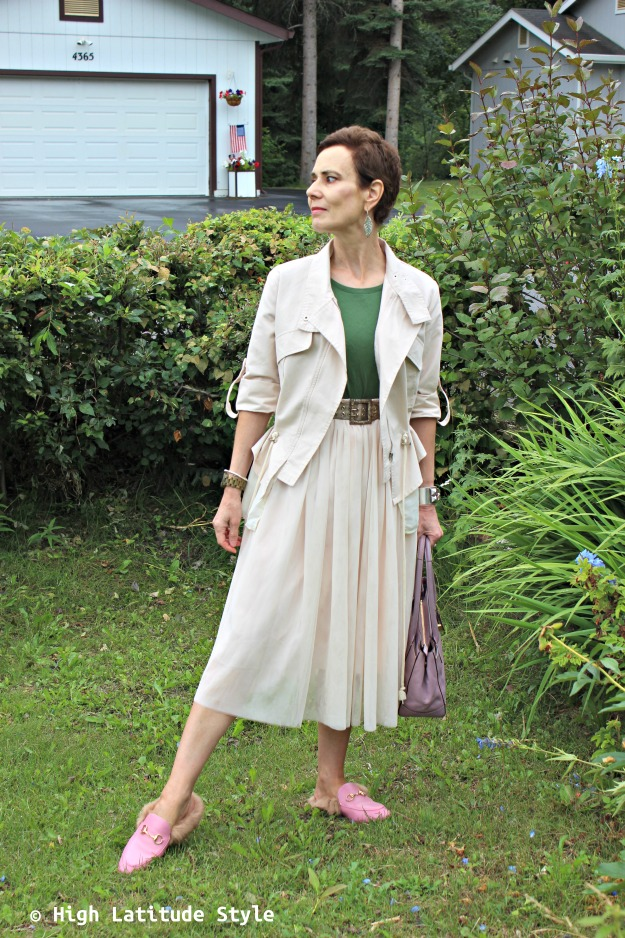 fashion blogger over 40 wearing a tulle skirt with utility jacket