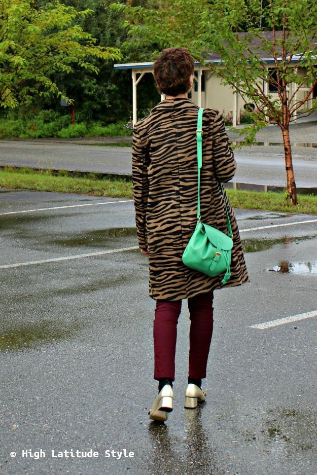 #Fashionover50 midlife woman with a green bag