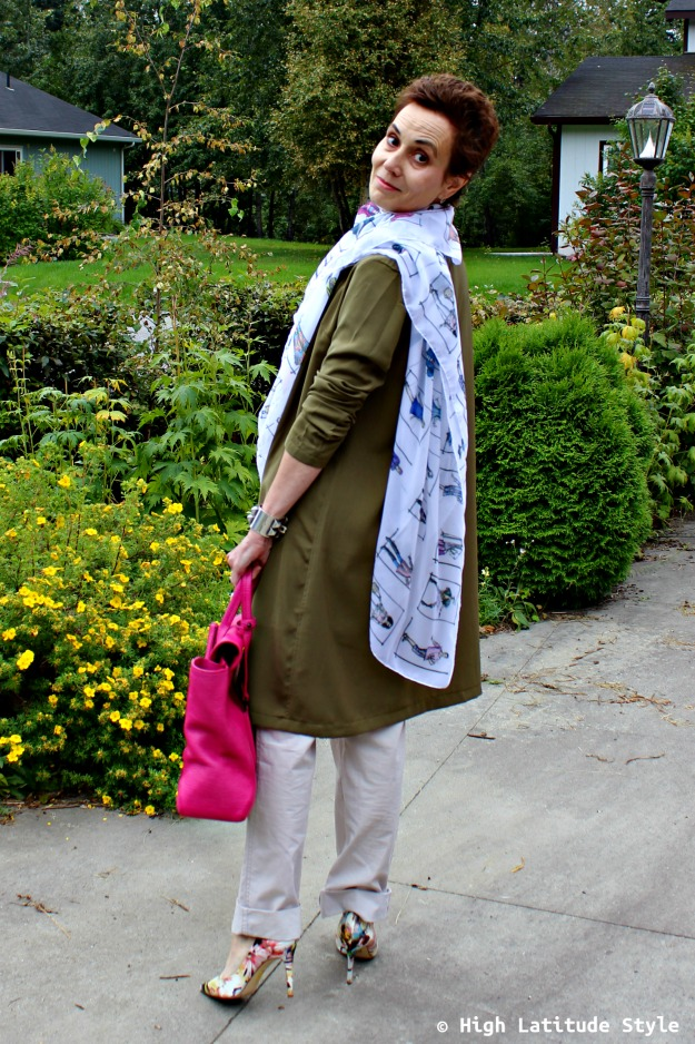 #fashionover50 woman over 40 in Casual Friday look with long blazer and chinos pants