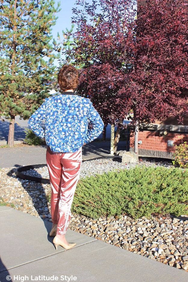 #fashionover50 mature woman in a casual outfit with delicate pants