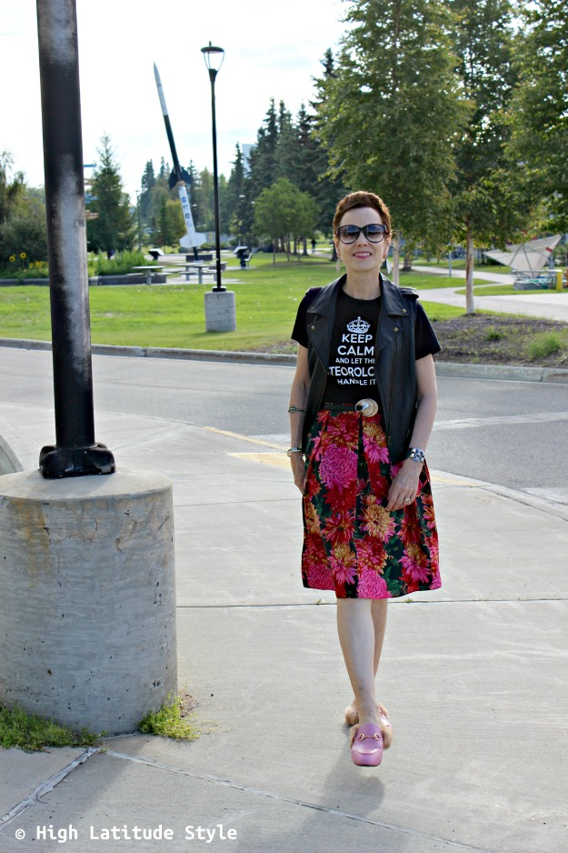 #fashionover40 woman in pre-fall outfit using summer and cold season clothes