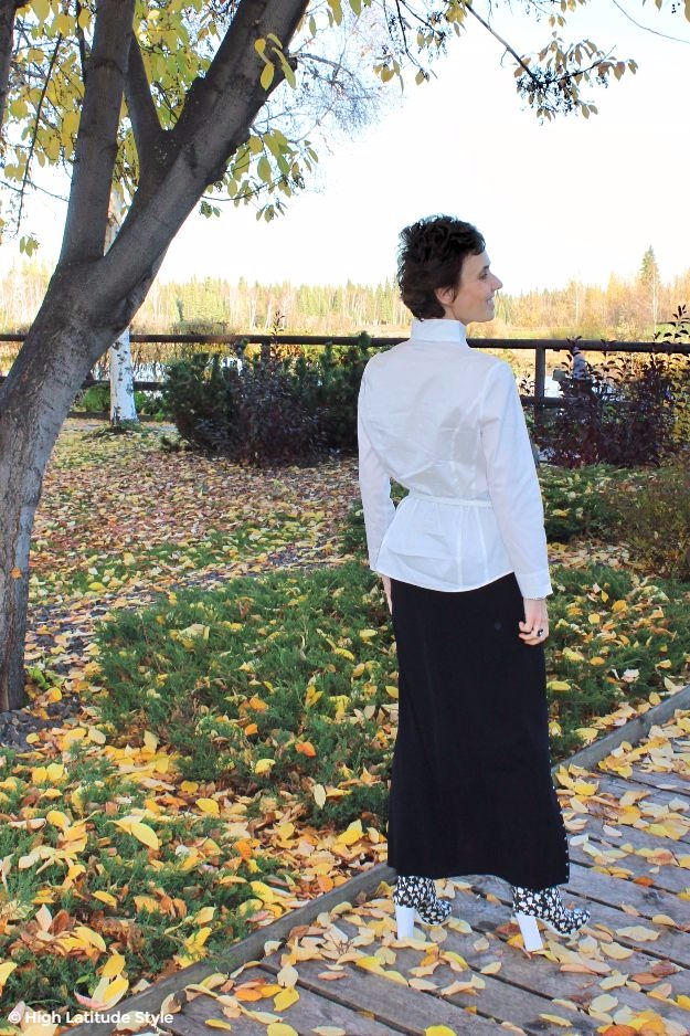 mature style blogger in black maxi skirt