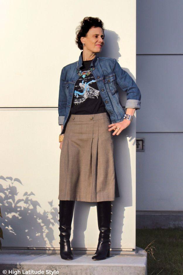 #midlifefashion style blogger in trendy plaid skirt and denim jacket