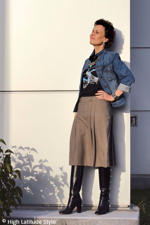 #maturestyle woman in street style blogger look for Halloween