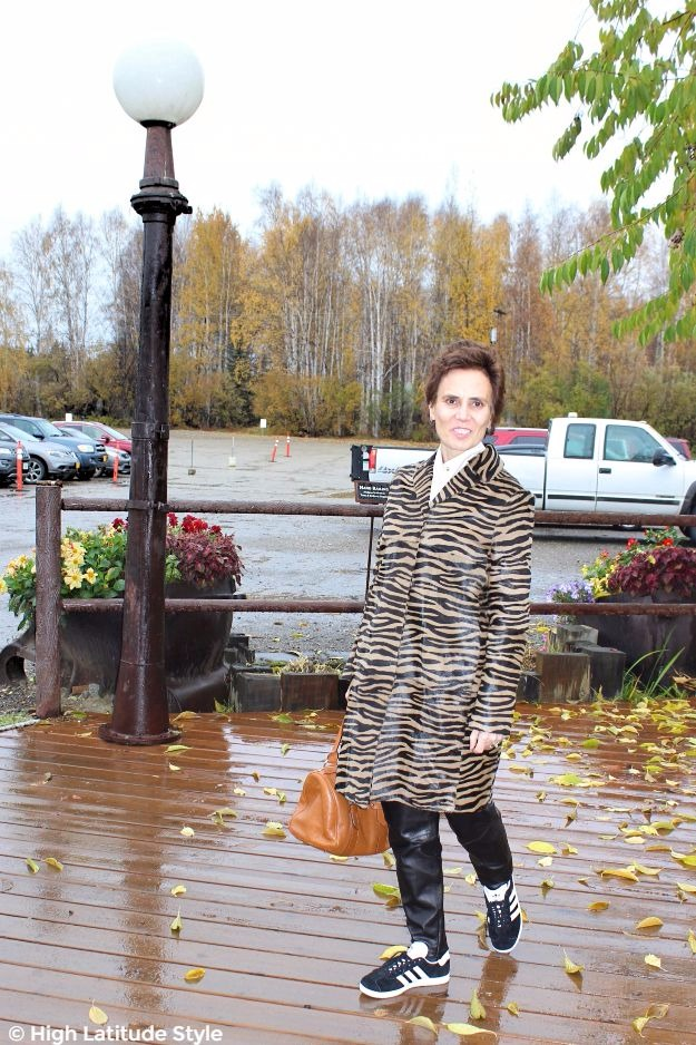 #fashionover50 mature woman in fall outfit