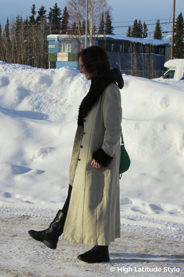 #Patricksdayoutfit woman in maxi leather coat and grassy bag