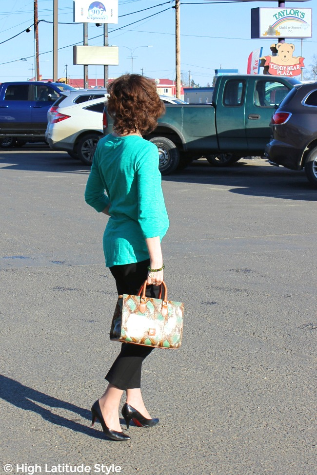 #HomeIsTheKey #WhiteHouseBlackMarket #loveChicos midlife woman walking in career clothes thru a mall