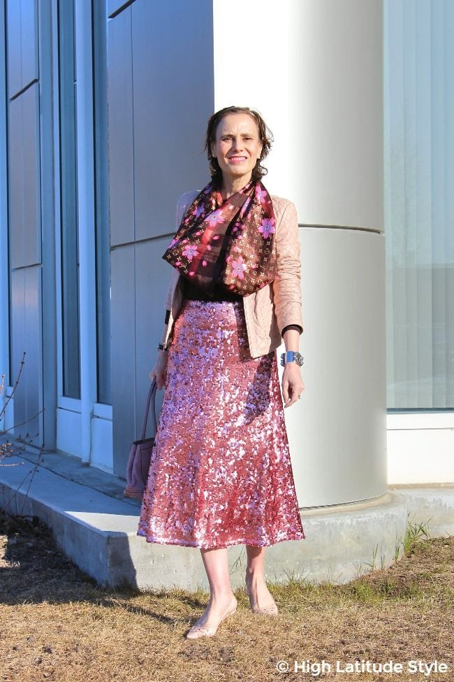 #fashionover50 mature woman in pink skirt and jacket with brown statement scarf