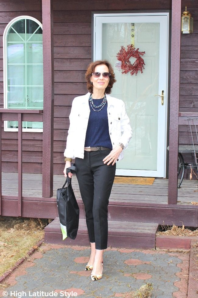 petite style blogger in cropped jacket and high waist cropped pants