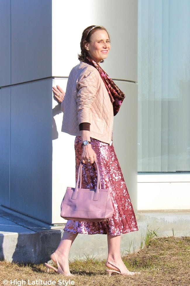 #styleover50 woman in spring look in pink and brown
