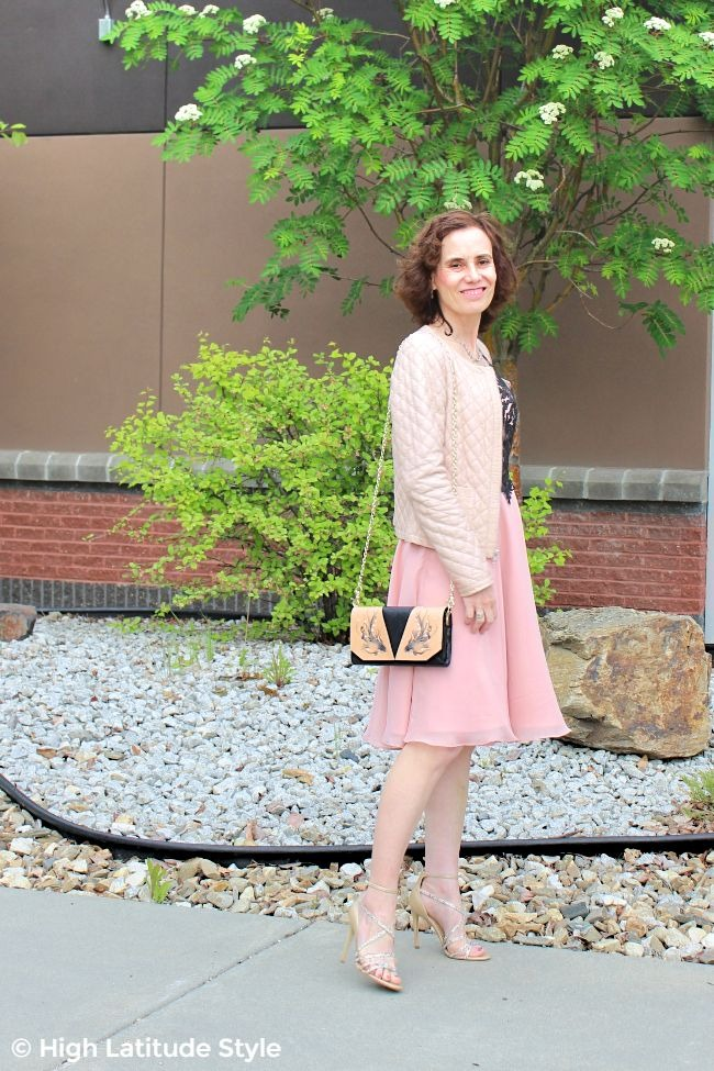 fashion blogger in blush pink date night look with Bellorita crossbody