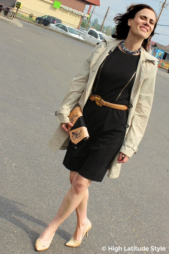 lady in classic posh outfit of sheath, trench, pumps and Bellorita clutch