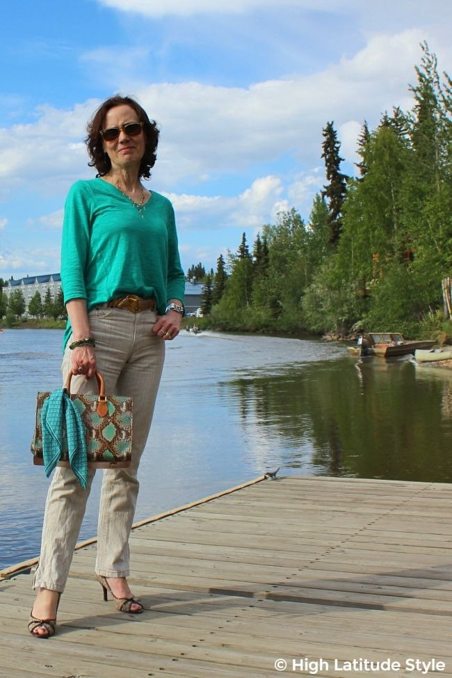 #maturefashion midlife lady in linen pants and top travel outfit