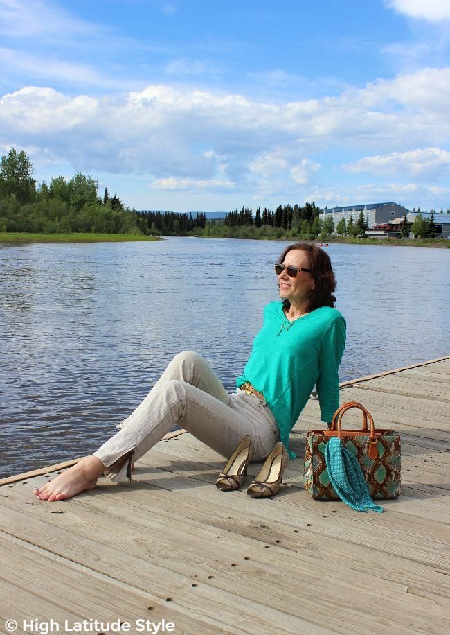 #midlifestyle woman enjoying time off in front of a hotel in travel look