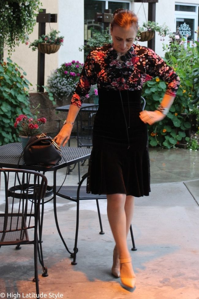 blogger in weekend dress with floral print