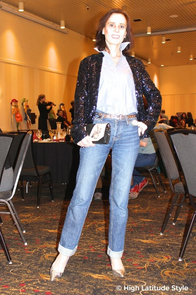 #turningFashionIntoStyle blogger Nicole in edgy festive outfit with sequin blazer jeans, silver pumps and belt, necklace and chambray shirt