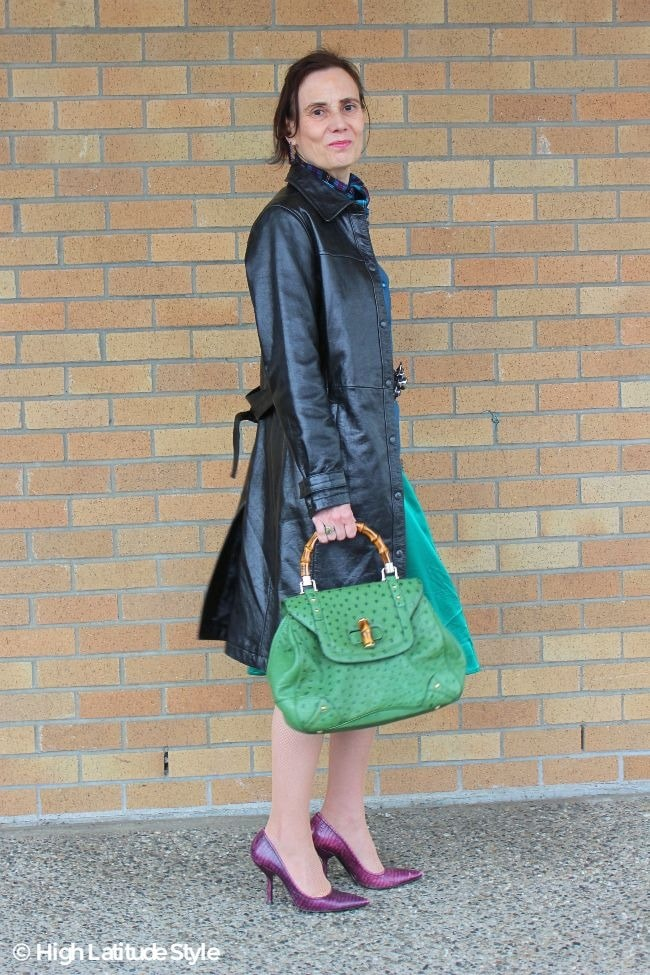 over 50 years old style blogger Nicole in leather trench coat knotted in the back