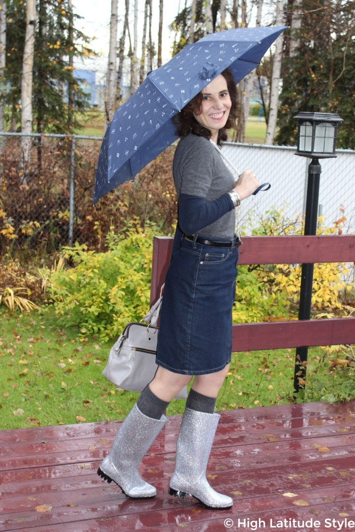 #DKSUKO style blogger Nicole donning a casual outfit with glitter rubber boots