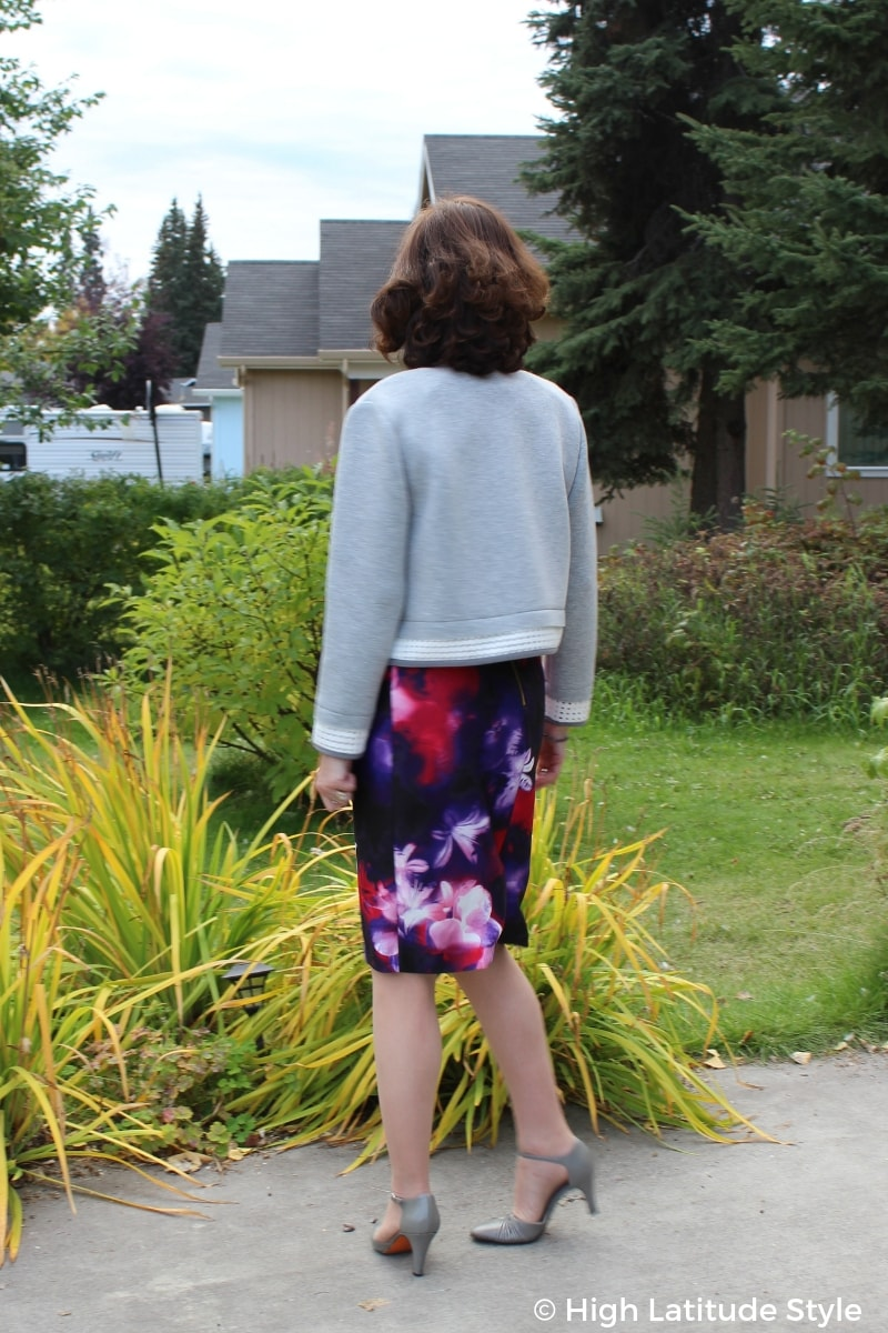 over 50 years old woman in work outfit with floral print bottom, gray pumps and gray cropped top