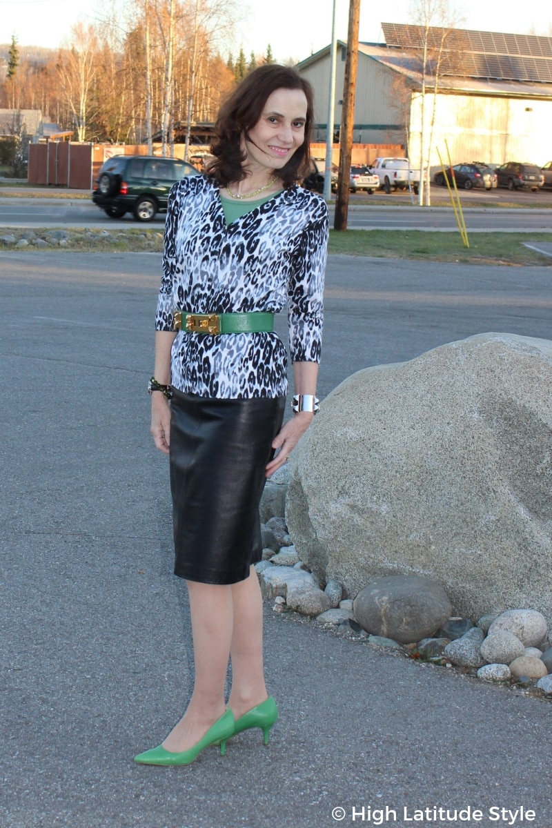 style blogger Nicole in a fall layered look with all neutral colors and fall trend leopard print